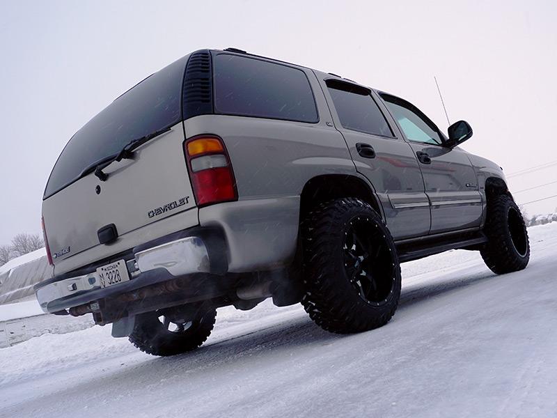 2000 Chevrolet Tahoe 20x12 Moto Metal Wheels 33x12 5r20
