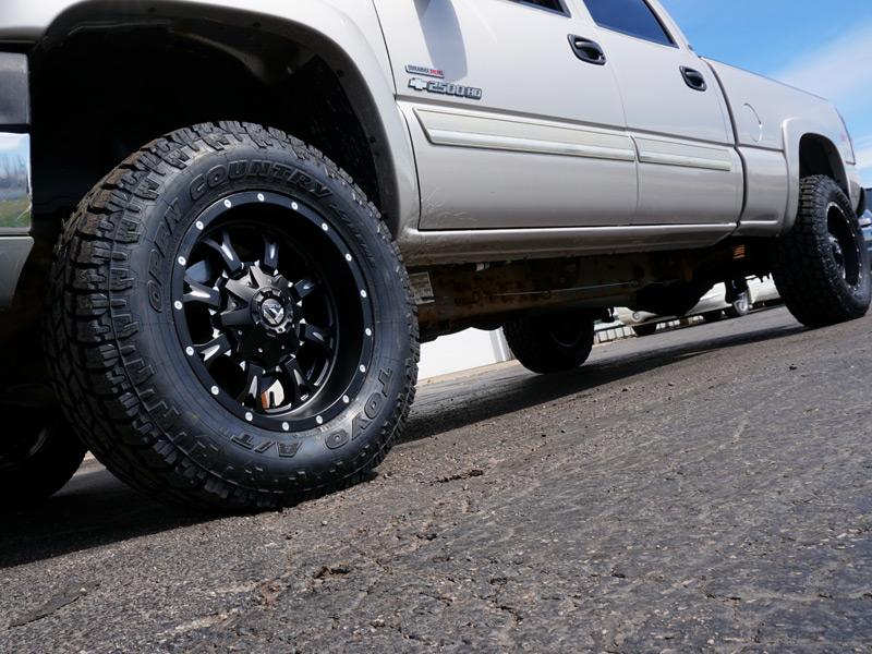 2005 Chevrolet Silverado 2500 Hd 18x9 Fuel Offroad Wheels 285