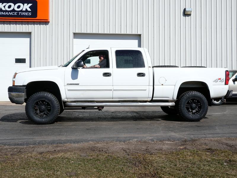 2005 Chevrolet Silverado 2500 Hd 17x9 Ultra Wheels 28570r17