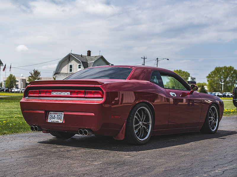 2009 dodge challenger staggered lexani wheels 275 35zr20 nitto tires. Black Bedroom Furniture Sets. Home Design Ideas