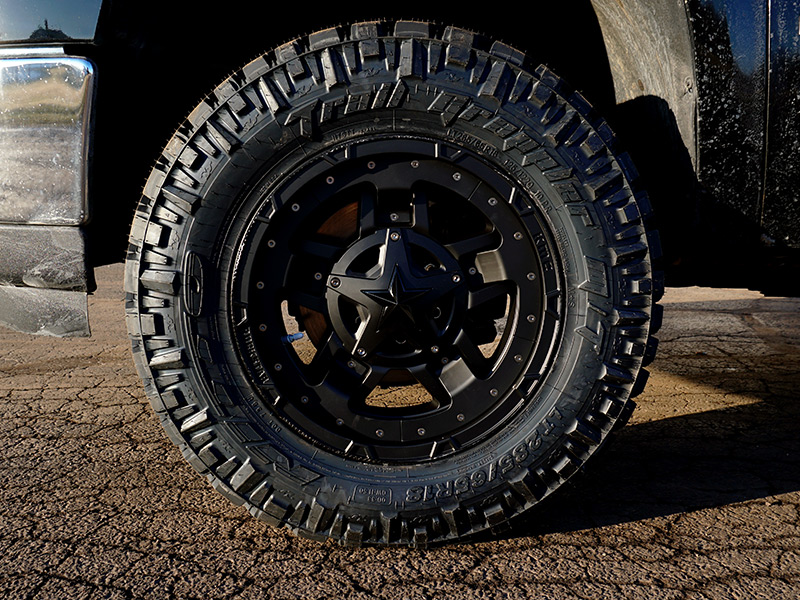 2009 GMC Sierra 1500 - 18x9 XD Series Wheels 285/65R18 Nitto Tires