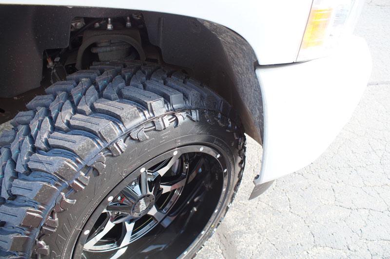 33 12 50 20 >> 2010 Chevrolet Silverado 1500 20x12 Moto Metal Wheels