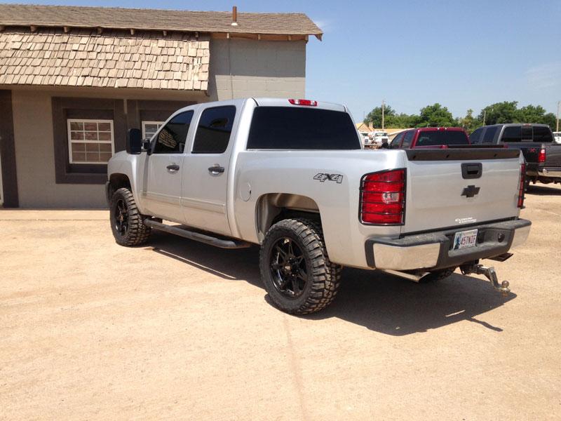 33 12 50 20 >> 2012 Chevrolet Silverado 1500 20x9 Moto Metal Wheels 33x12