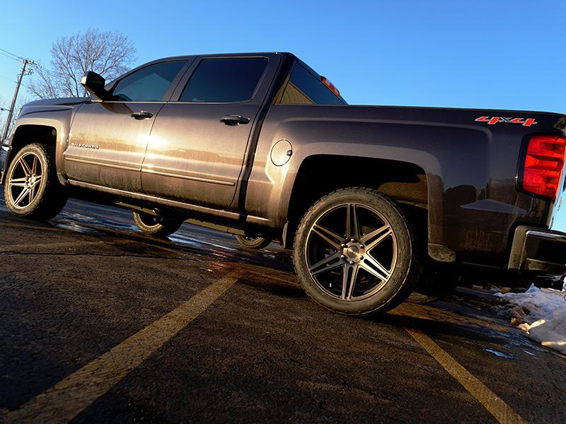 2015 Chevrolet Silverado 1500 22x9.5 Dub Nitto 285/45R22