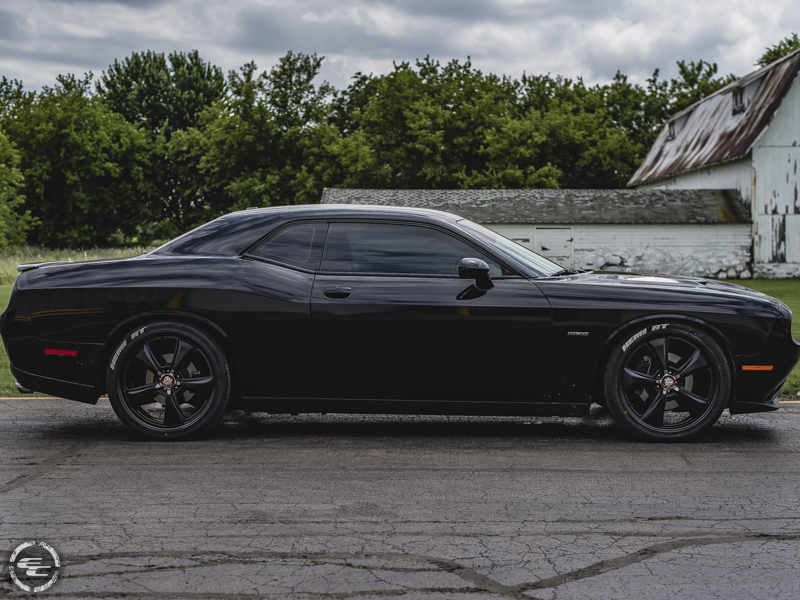 2015 Dodge Challenger 22x9 Centerline Nitto 265 35r22
