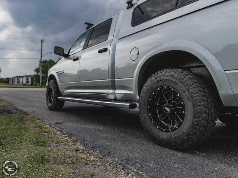 2015 Ram 1500 17x10 Moto Metal Wheels 285 75r17 Toyo Tires