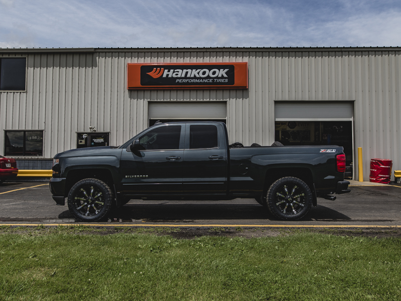 2017 Chevy Silverado 1500 With 2 Inch Rough Country Leveling Kit Rolling 94r 20x9